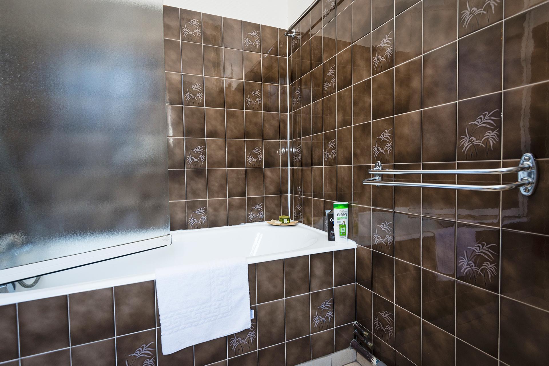 le chalet salle de bain chambre sup 233 rieure h 244 tel le chalet ax les thermes