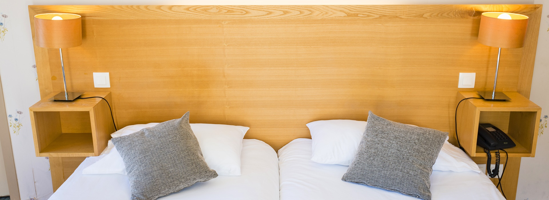 chambre prestige h tel le chalet ax les thermes. Black Bedroom Furniture Sets. Home Design Ideas